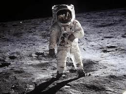 Астронавт США на луне