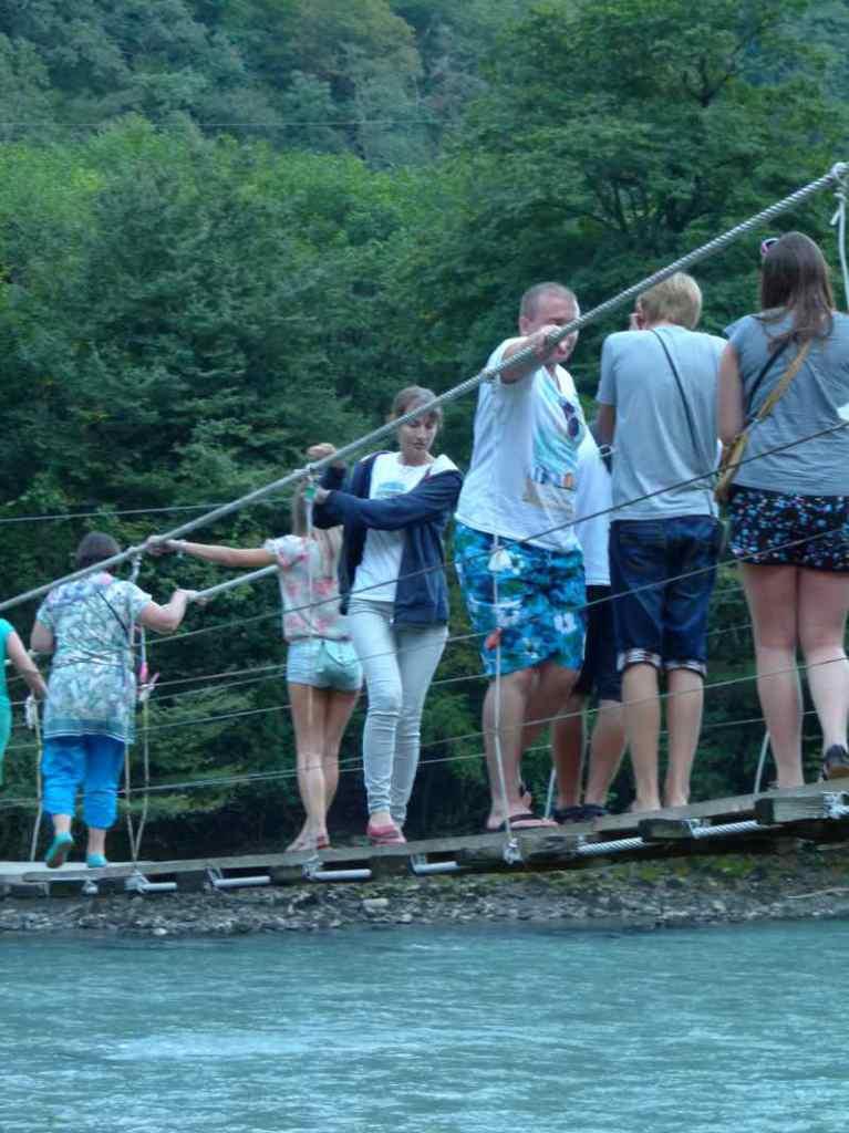 Отдых в Абхазии висячий мост через реку Бзыпь