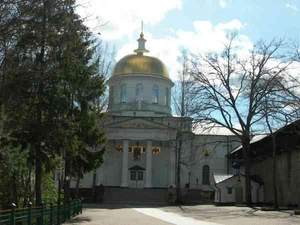 Псково-Печерский монастырь Михайловский собор