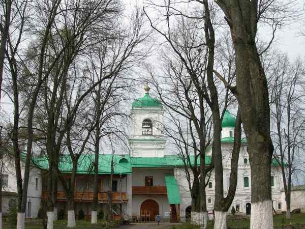 Монастыри Пскова Спасо-Мирожский монастырь