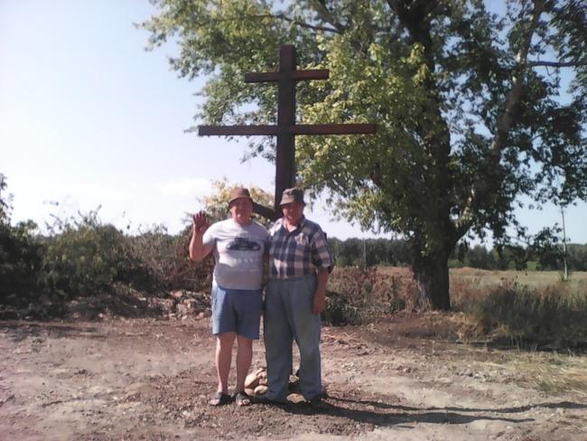 Памятный крест в Троицке