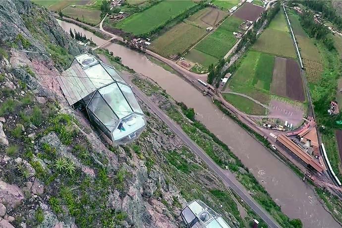 Отель скала в Перу
