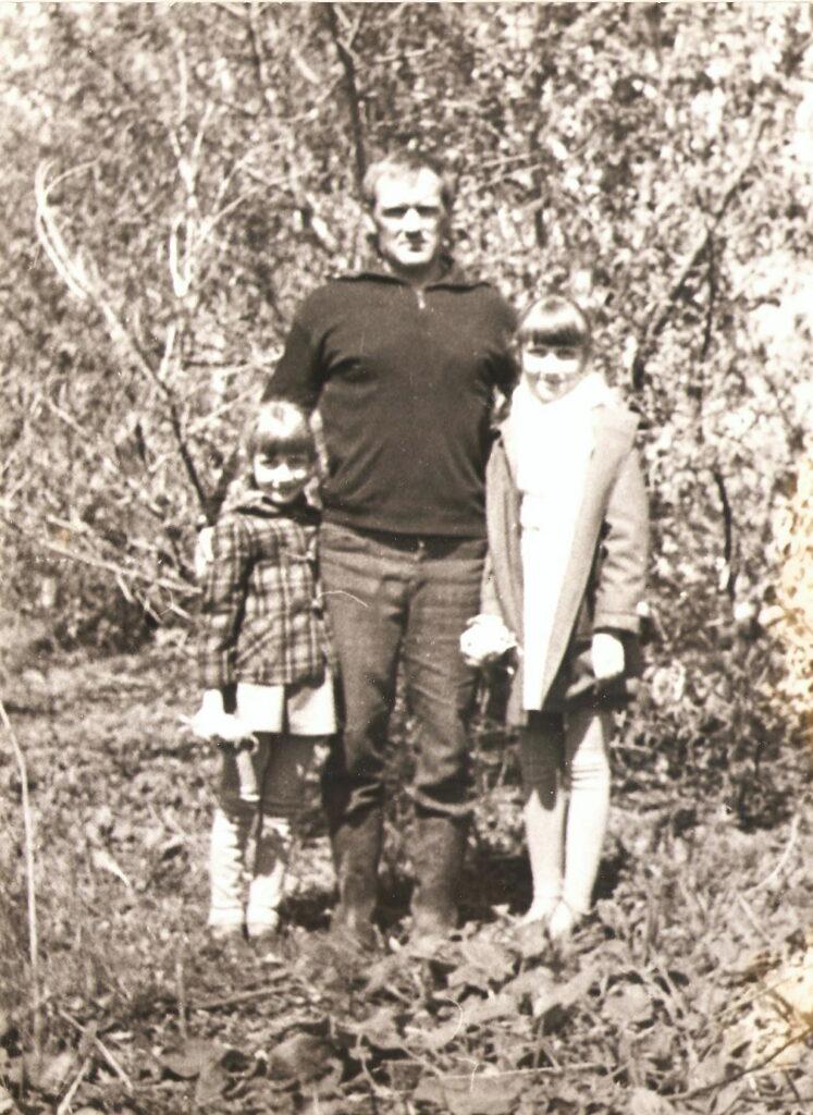Яковлев Юрий с дочерьми Ириной и Леной